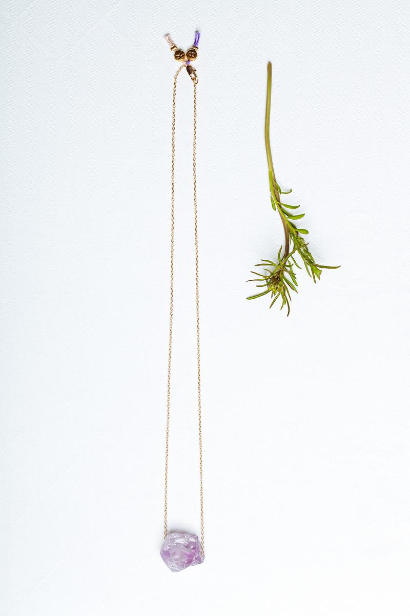 Klunkar Gestein mit Bergkind Schmuckserie. Konzept von Simone Angerer und Sabine Schwald. Grafik von Sabine Schwald. Fotos von Cornelius Lorünser.