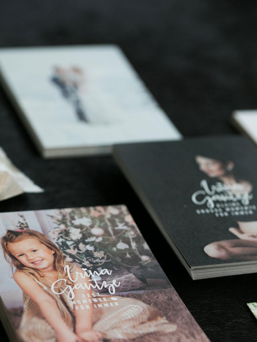 Erscheinungsbild und Logo Redesign für Fotografin Irina Gantze. Grafikdesign von Simone Angerer. Produktfoto von Nina Bröll.