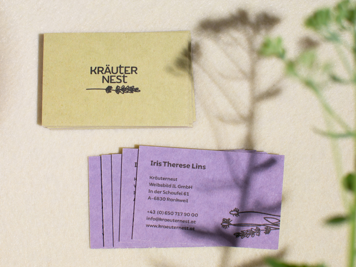 Visitenkarten für das Kräuternest. Logo und Branding Design von Simone Angerer. Foto von Nina Bröll.