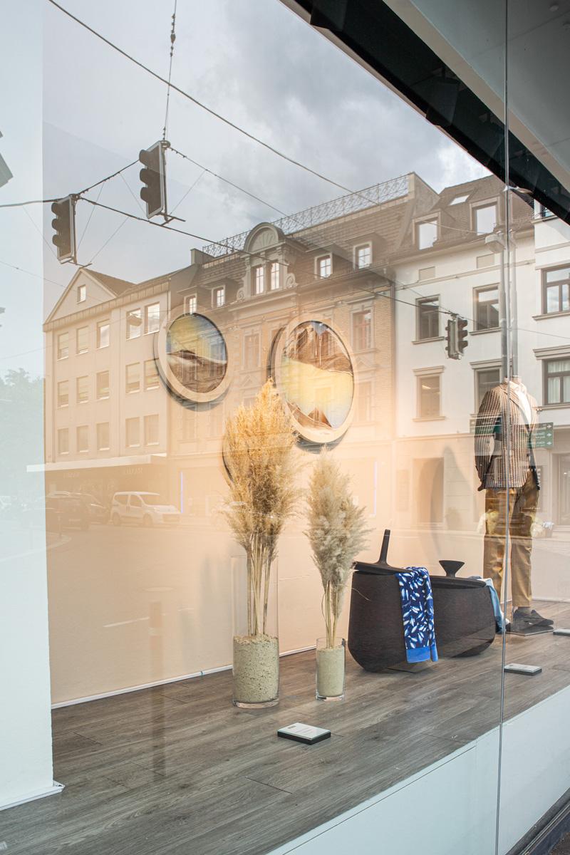 Kinetische Sandbilder von KB the Sandmann. Schaufenster Konzept und Gestaltung von Simone Angerer. Fotos von Pia Pia Pia Berchtold.
